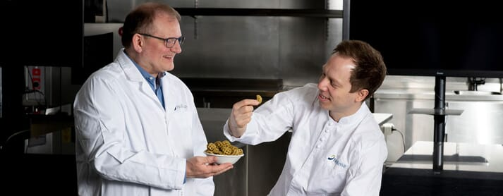 Senior scientist Dagbjørn Skipnes (left) and chef Stian Gjerstad Iversen have been key contributors to the development of a snack product containing 7.5 percent kelp