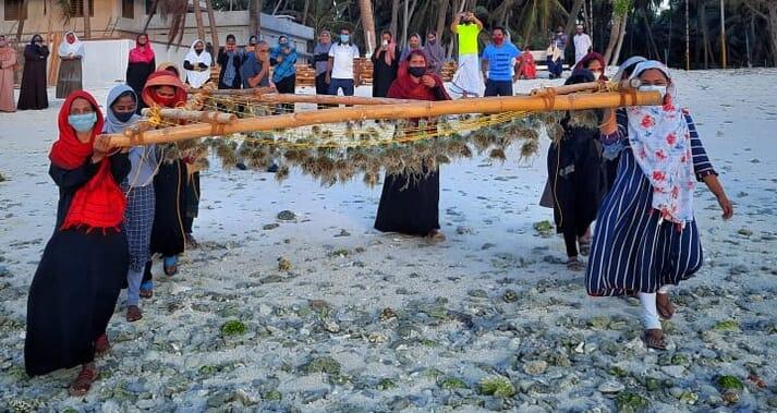 Members of women self-help groups preparing the bamboo rafts for deployment