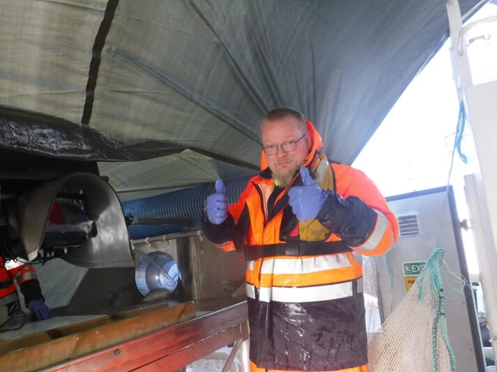 Salmon produced by Salten Broodstock is sorted and ready for transfer by Hilmar Jonsson. Personnel from the Benchmark company StofnFiskur in Iceland have taken part in the process.