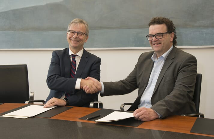 Jón Atli Benediksson, Rector of the University of Iceland, and Jónas Jónasson, CEO of StofnFiskur seal the deal