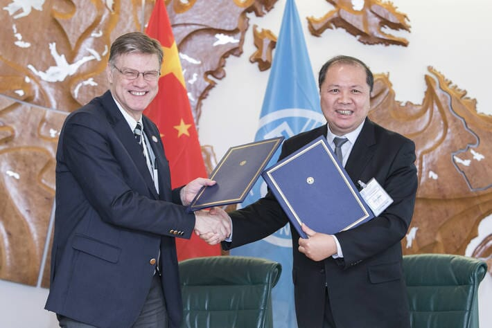 Arni Mathiesen, FAO Assistant Director-General for Fisheries and Aquaculture, and Wang Xiaohu, President of Chinese Academy of Fishery Sciences