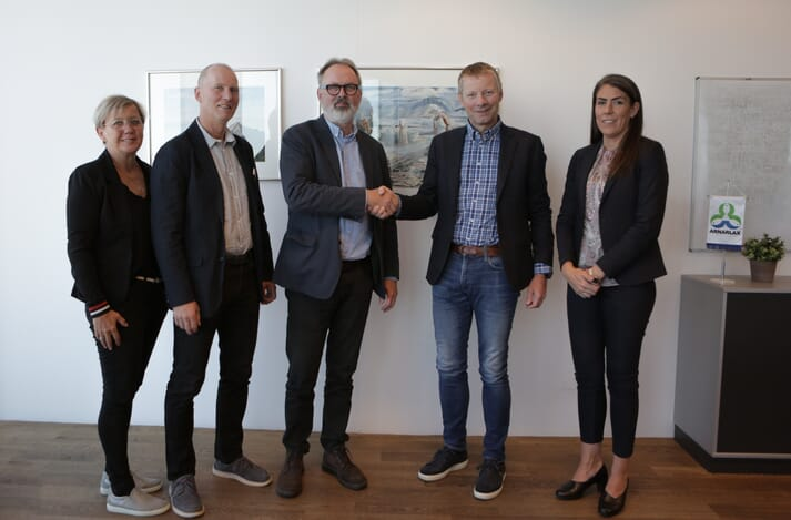 from right: Ida Marsibil, human resources manager, Arnarlax;  Björn Hembre, CEO of Arnarlax;  Olafur Jon Arnbjornsson, principal of the Icelandic College of Fisheries;  Klemenz Saemundsson, head of the aquaculture department;  Asdis Palsdottir, project manager