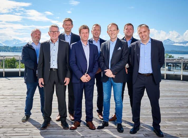 The board of Salmon Evolution consists of Kristofer Reiten, Frank Småge, Frode Kjølås, Ingjarl Skarvøy. Line 2, from right: Anders Sandøy, Per Olav Mevold, Peder Stette, Glen Bradley