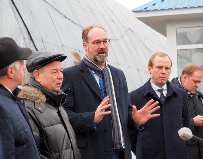 Robert Harvey Stubblebine (centre) founded Russkaya Krevetka in partnership with Arkady Volozh