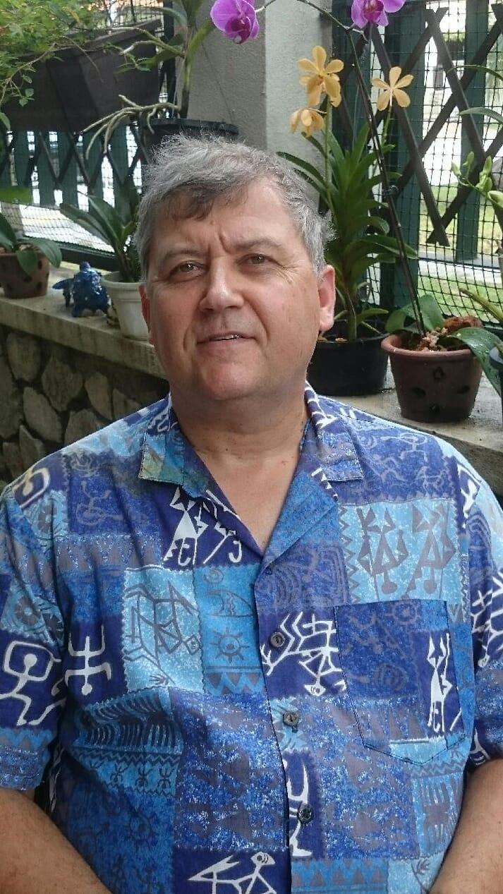 Headshot Martin Guerin flowery shirt